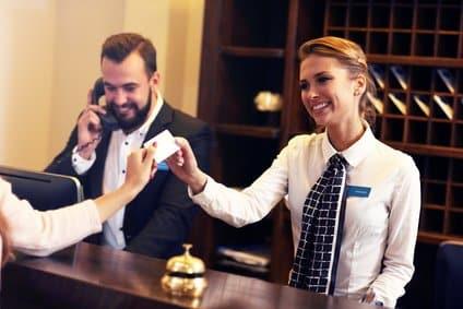 Mit der Reisekreditkarte im Hotel bezahlen